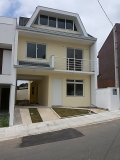 Triplex no condominio Village Abranches